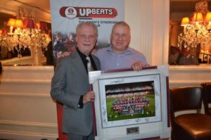 David Gold presents a signed West Ham team photo to the winning bidder